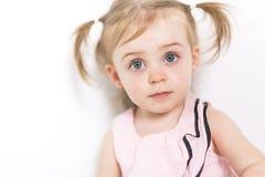 Портрет годовалой девушки 2 изолированной на белой предпосылке Стоковое фото RF