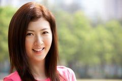 Портрет головных и плеч китайской женщины Стоковое Изображение RF