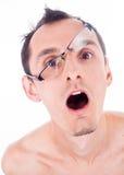 портрет гримасничая молодого человека в стеклах Стоковые Изображения