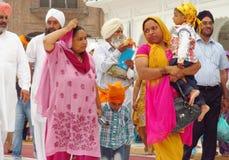 Портрет группы в составе Sikhs в Индии в национальном платье Стоковая Фотография