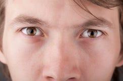 Портрет глаза красивого конца человека поднимающего вверх иллюстрация штока