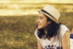 Портрет девочка-подростка outdoors Стоковое фото RF