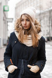 Портрет девушки в городе Стоковое Изображение RF