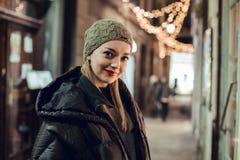 Портрет девушки в зиме стоковое фото