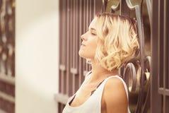 Портрет девушки в парке лета Стоковые Фото