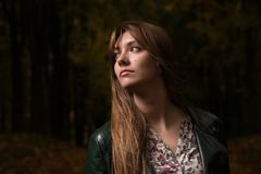Портрет девушки в парке осени Стоковая Фотография