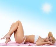 Портрет девушки в шлеме пляжа Стоковые Изображения RF