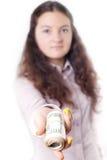 Портрет девушки давая изолированные деньги Стоковые Изображения RF