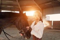 Портрет девушки и лошади Стоковое Изображение RF