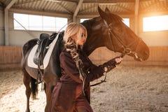 Портрет девушки и лошади Стоковое Фото