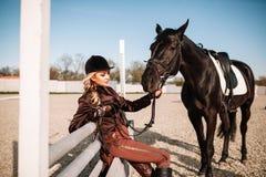 Портрет девушки и лошади Стоковая Фотография RF