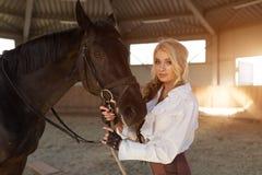 Портрет девушки и лошади Стоковые Фото