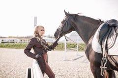 Портрет девушки и лошади Стоковые Изображения