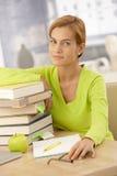 Портрет девушки коллежа с книгами Стоковое Изображение