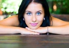 портрет девушки красотки напольный Стоковое Изображение