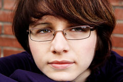 портрет девушки к детенышам Стоковая Фотография
