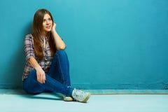 Портрет девушки моды в вскользь стиле страны Стоковые Фотографии RF