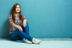 Портрет девушки моды в вскользь стиле страны Стоковые Изображения RF