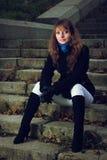 Портрет девушки на лестницах Стоковые Изображения RF