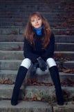 Портрет девушки на лестницах Стоковая Фотография RF