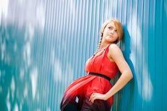 портрет девушки предпосылки голубой Стоковые Фотографии RF