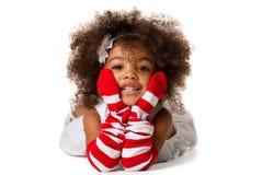 Портрет девушки ребенка дошкольного возраста кладя вниз красивейшие детеныши женщины студии съемки танцы пар изолировано стоковое фото