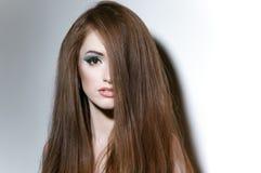 Портрет девушки с длинними справедливыми волосами Стоковое Фото