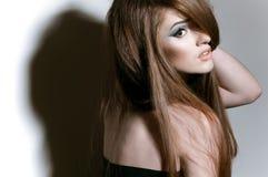 Портрет девушки с длинними справедливыми волосами Стоковая Фотография