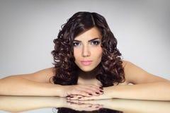 Портрет девушки с красивейшим стилем причёсок Стоковое фото RF