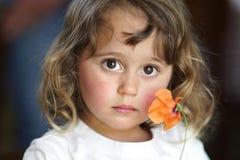 Портрет девушки с цветком стоковое фото