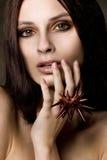 Портрет девушки youn востоковедной с кольцом заклепки Стоковое Изображение RF