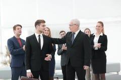Портрет деловых партнеров на предпосылке команды дела Стоковые Изображения RF
