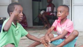 Портрет детей имея потеху видеоматериал