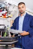Портрет деятеля на студии принтера стоковое фото rf