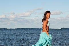 Портрет доминиканской девушки одевая бикини стоковые изображения
