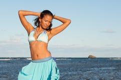 Портрет доминиканской девушки одевая бикини стоковое изображение
