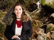 Портрет девочка-подростка в природе Стоковое Изображение
