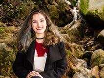 Портрет девочка-подростка в природе Стоковая Фотография RF