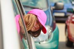 Портрет девушки в автомобиле в временени Стоковая Фотография