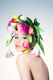 Портрет девушки в венке цветков Стоковые Изображения
