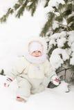 Портрет девушки в лесе зимы Стоковое Изображение
