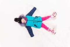 Портрет девушки в лесе зимы Стоковая Фотография