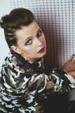 Портрет девушки в маскировочной одежде Стоковые Фотографии RF