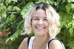 Портрет девушки в парке лета Стоковое Изображение RF