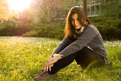 Портрет девушки в природе стоковое изображение