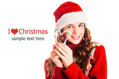 Портрет девушки в рождестве одевает с подарком в руке на изолированной белой предпосылке Стоковое Фото