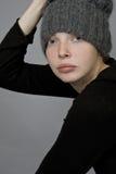 Портрет девушки в связанной шляпе Стоковая Фотография RF