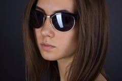 Портрет девушки в солнечных очках Стоковое Фото