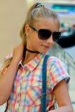 Портрет девушки в солнечных очках Стоковые Изображения