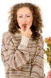 Портрет девушки есть конфету Стоковые Фото